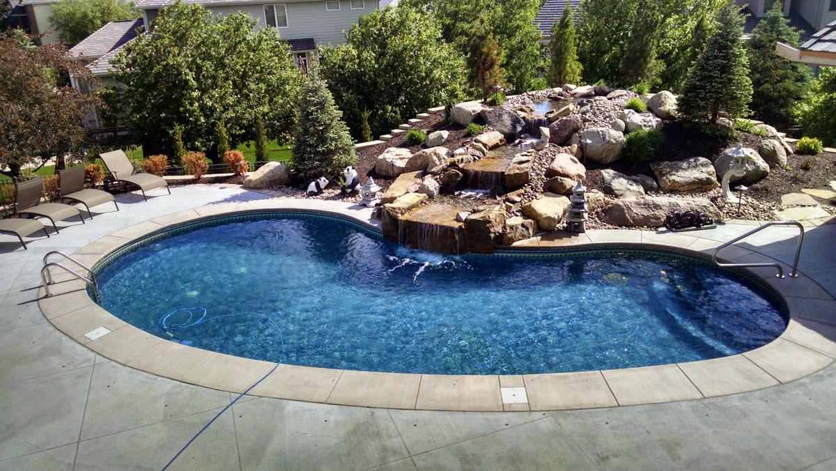 Innovative Outdoors Pool Design